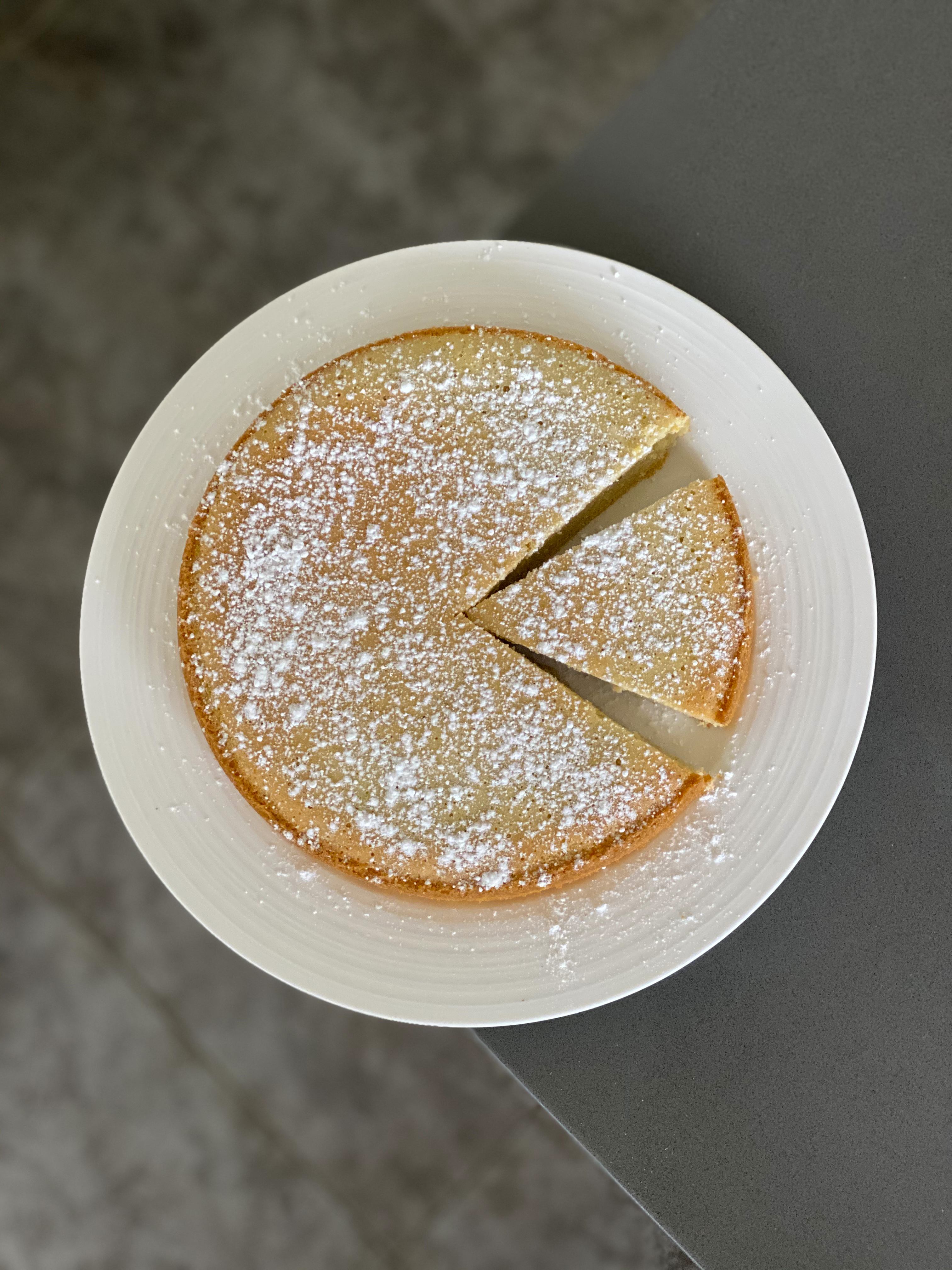 ALMOND LEMON CAKE